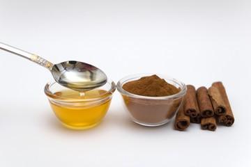 """Мёд и корица от холестерина: рецепты для """"чистки сосудов"""" и хорошего самочувствия"""